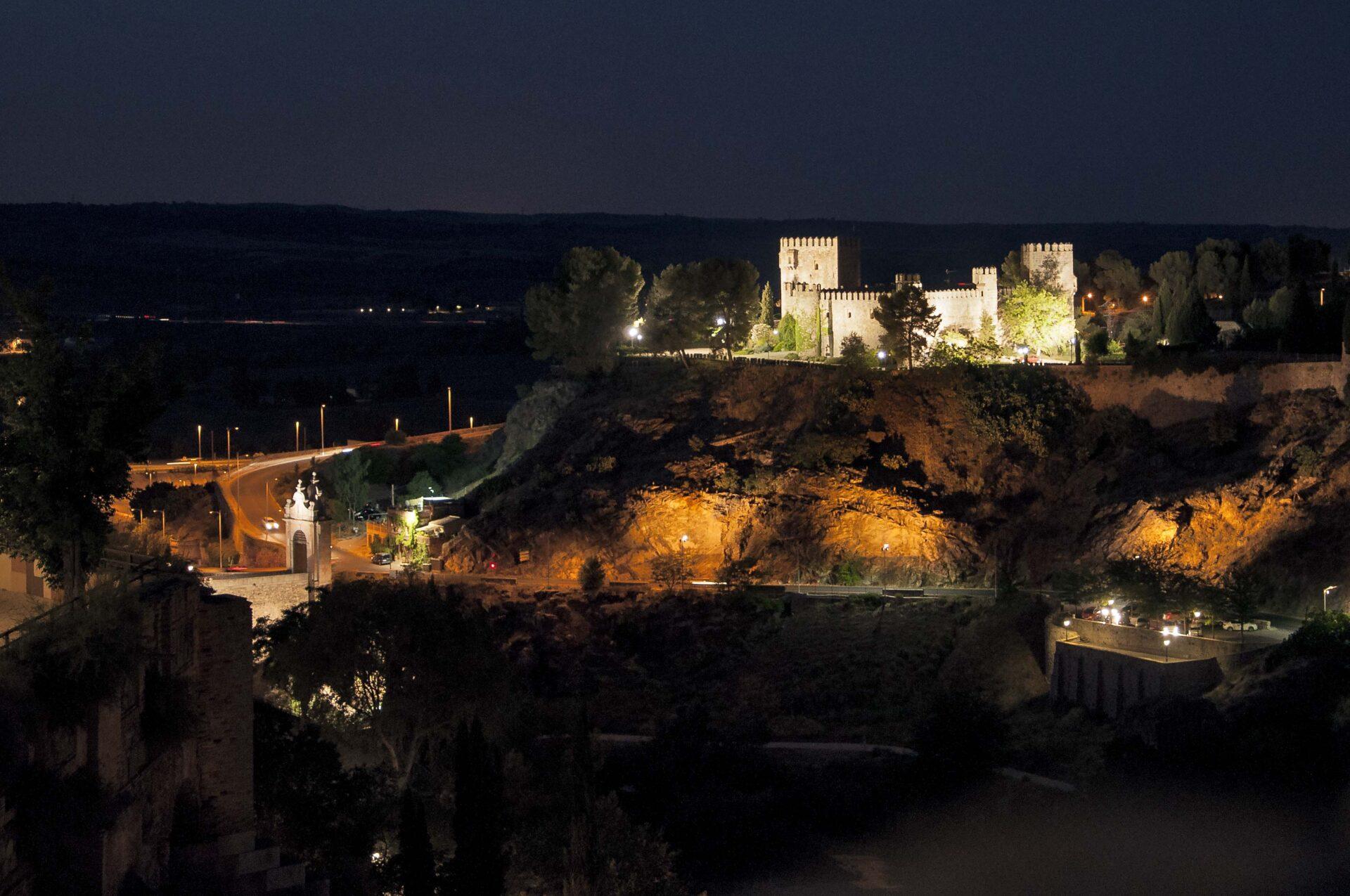 vista nocturna de la senda ecológica, castillo de San Servando , Toledo